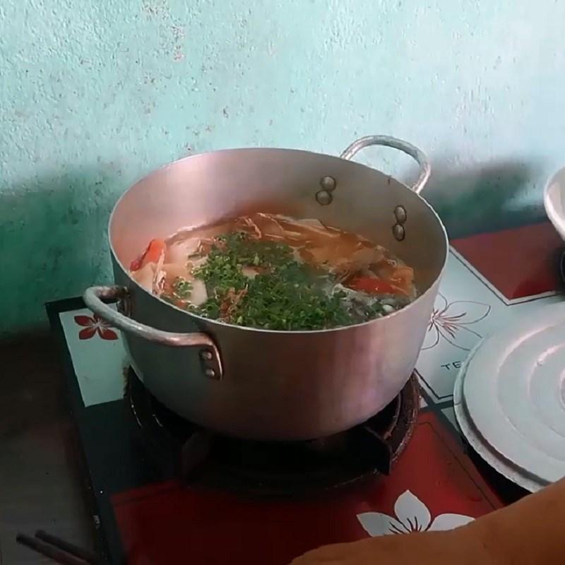 Bước 3 Nấu canh Canh chua đầu cá thu măng chua