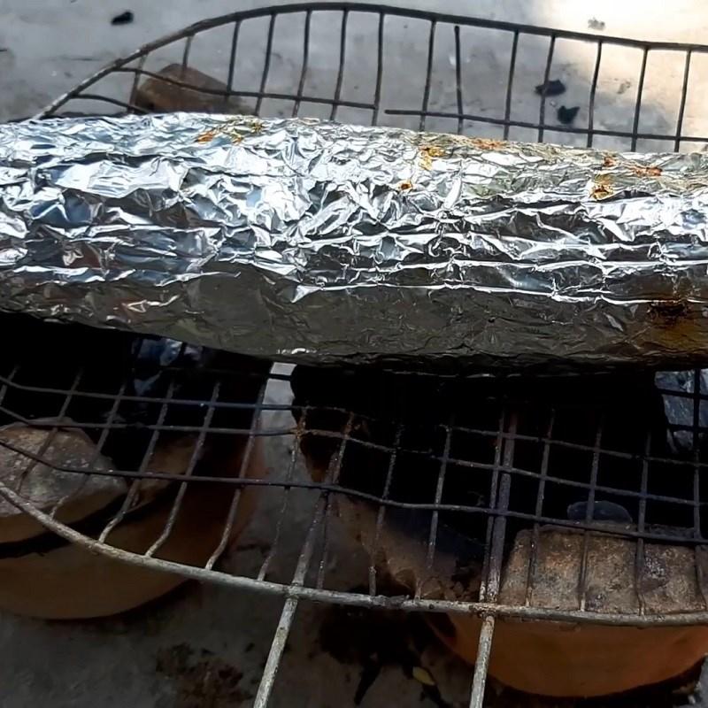 Bước 3 Nướng cá Cá lóc nướng giấy bạc