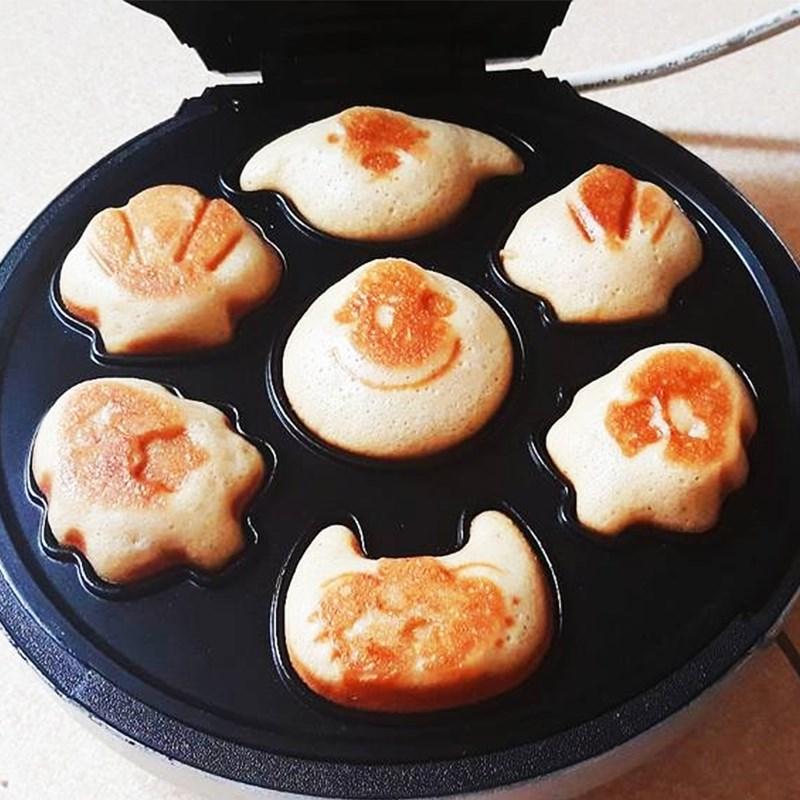 Bước 3 Nướng bánh Cách làm bánh hotdog hình thú