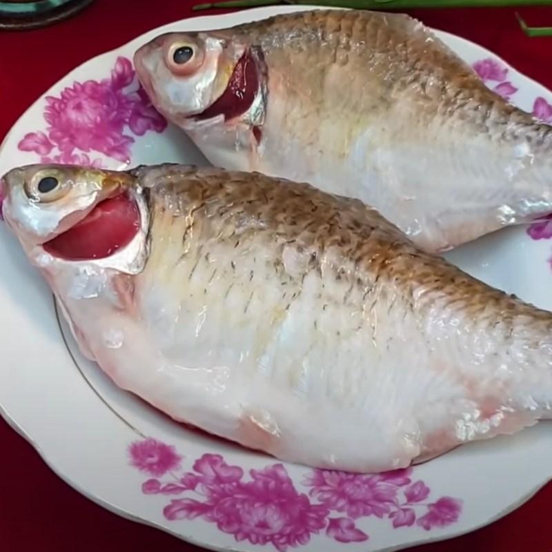 Bước 1 Sơ chế cá mè Cá mè kho tiêu