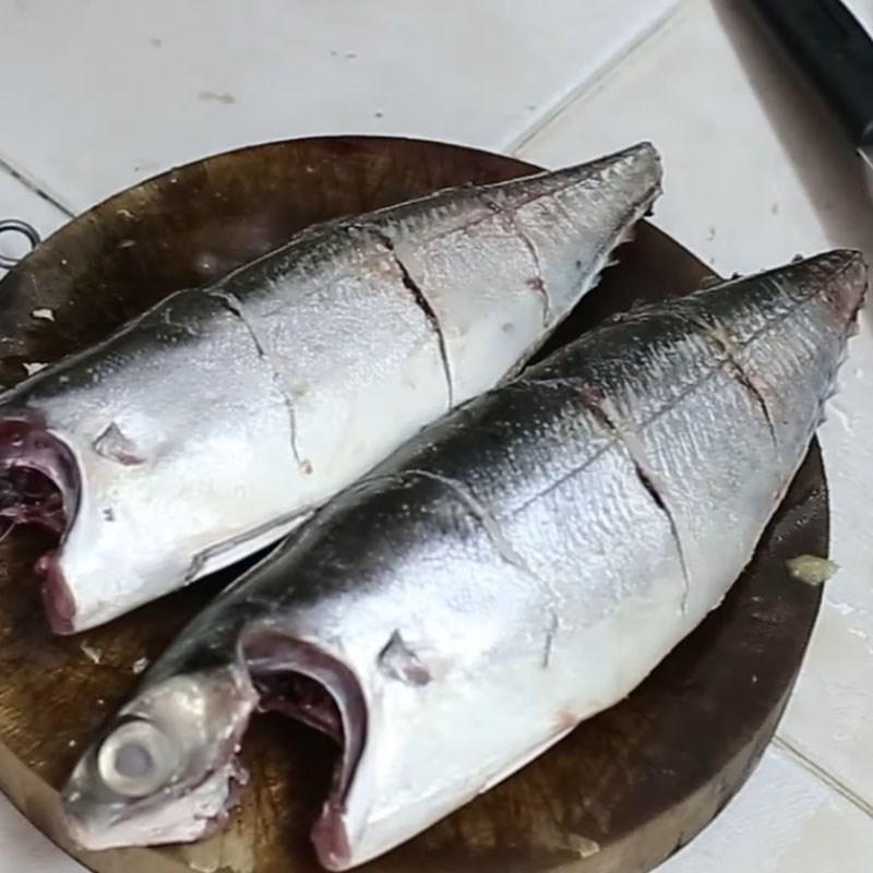 Bước 1 Sơ chế cá sòng Cá sòng nướng giấy bạc