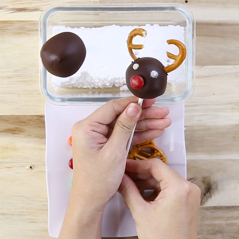 Bước 4 Tạo hình tuần lộc Bánh cake pop