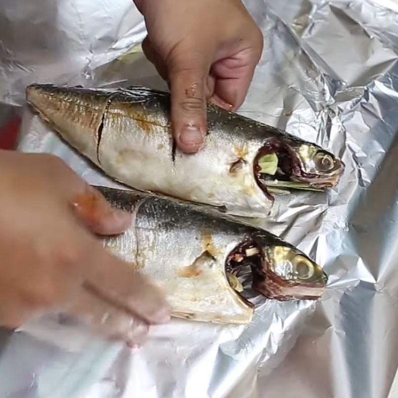 Bước 2 Ướp cá sòng Cá sòng nướng giấy bạc