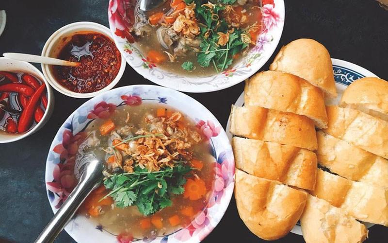 10 món ăn đặc sản Quy Nhơn nổi tiếng thơm ngon khó cưỡng