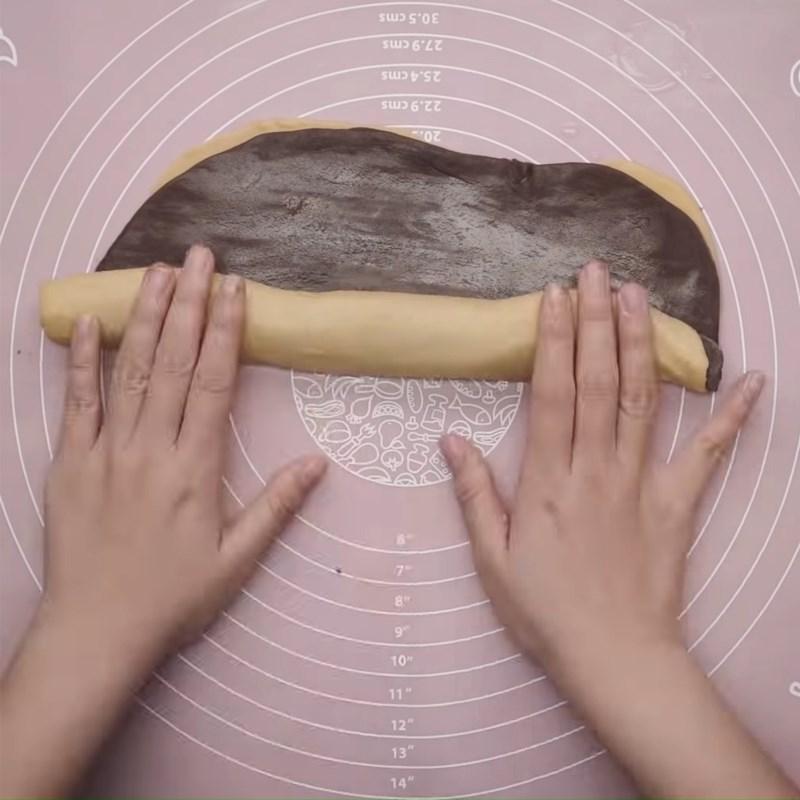 Bước 2 Cán bột Bánh tai heo