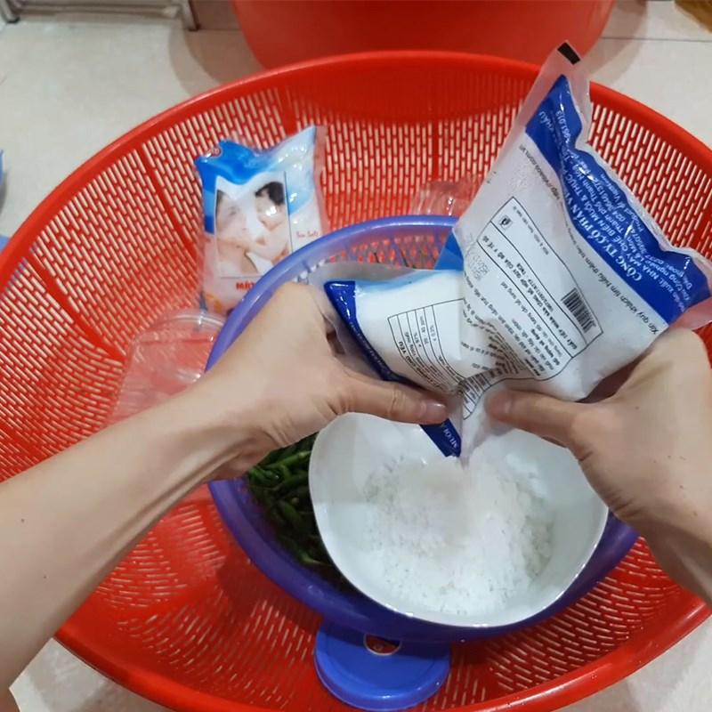 Bước 2 Làm ớt ngâm muối Ớt ngâm muối
