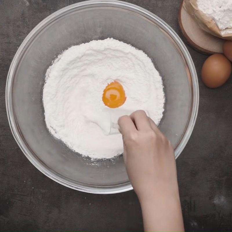Bước 1 Nhào bột Bánh tai heo