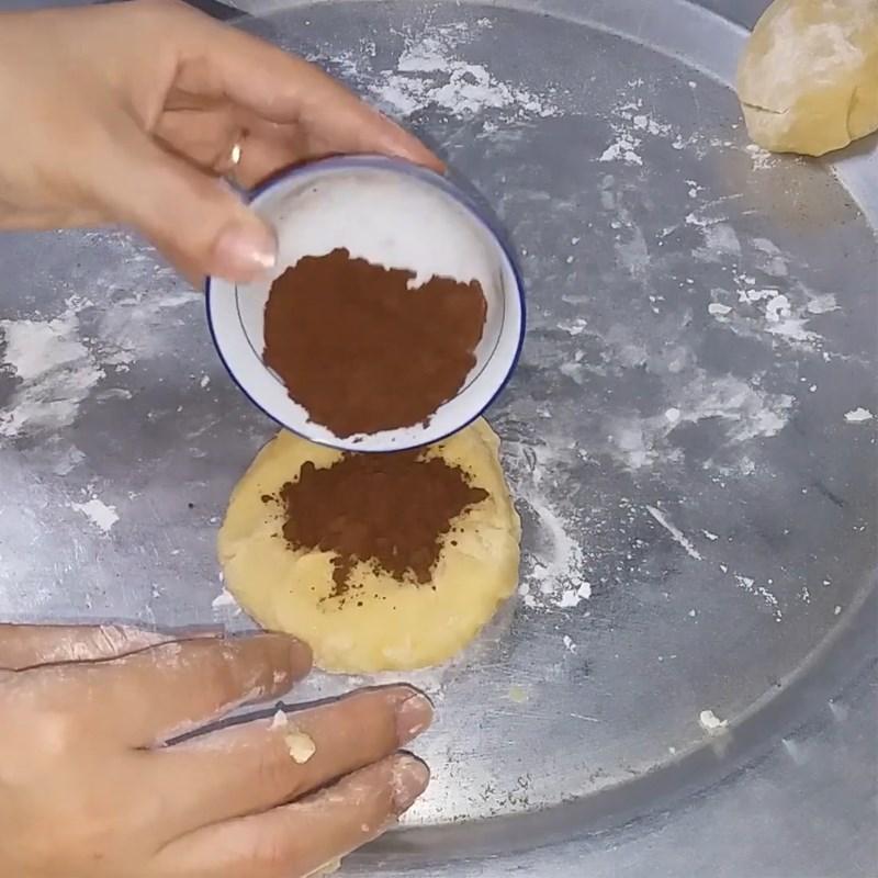 Bước 2 Nhồi và chia bột Bánh tai heo (công thức được chia sẻ từ người dùng)