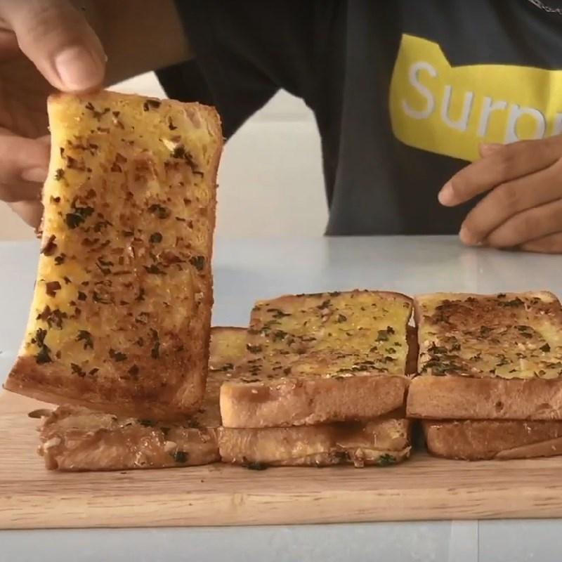 Bước 4 Thành phẩm Bánh mì bơ tỏi làm bằng chảo