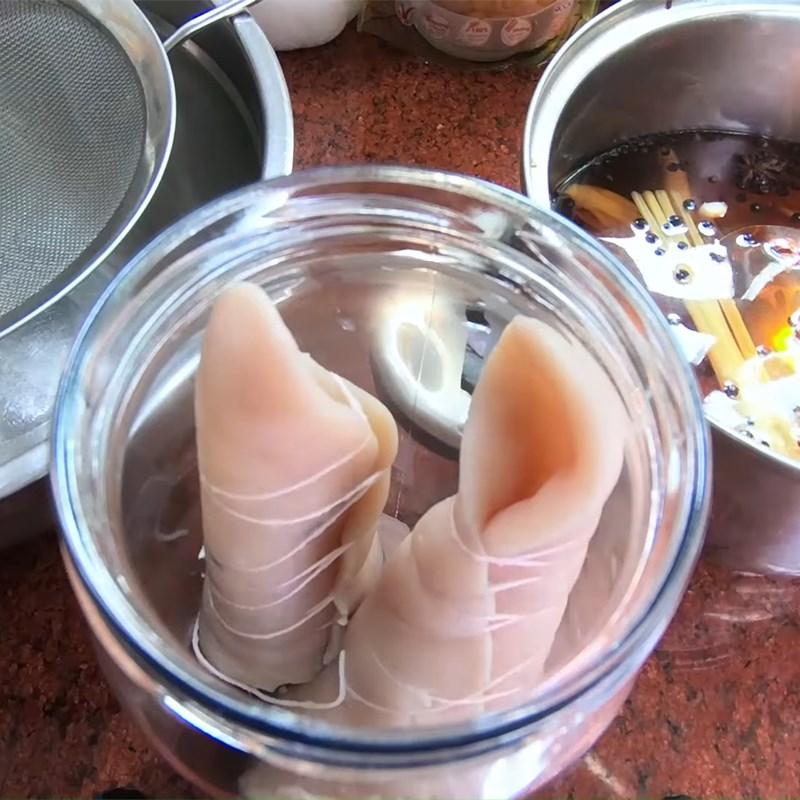 Bước 5 Xếp vào hũ Tai heo cuộn ngâm nước mắm