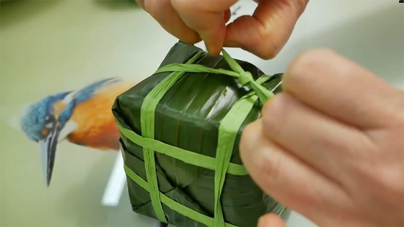 cách 3 - buộc dây quanh thân bánh