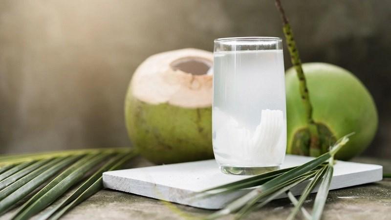 Nước dừa là thực phẩm tốt cho triệu chứng Hangover