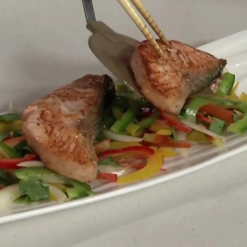 Bước 5 Hoàn thành salad Salad cá hồi húng quế