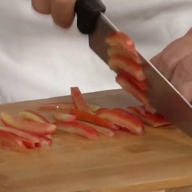 Bước 2 Sơ chế các nguyên liệu còn lại Salad cá hồi húng quế