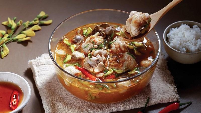 Súp gà Thái