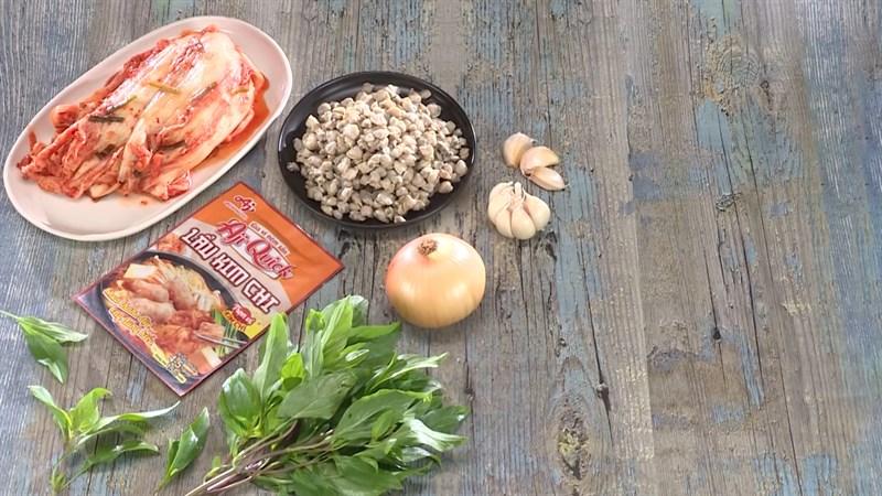 Nguyên liệu món ăn 4 cách nấu canh hến nấu chua, bầu, rau muống và kim chi