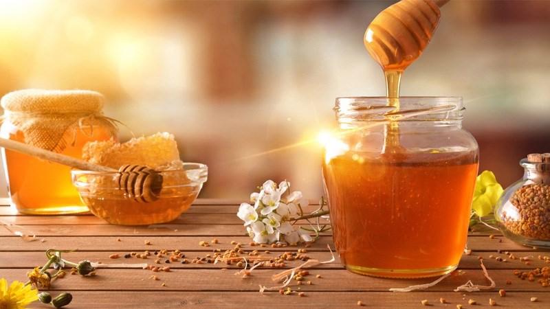 Người bị ho nên bổ sung mật ong