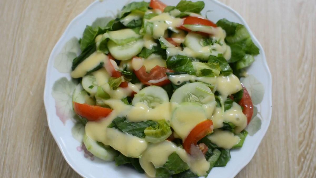 Salad dưa chuột cà chua sốt mayonnaise