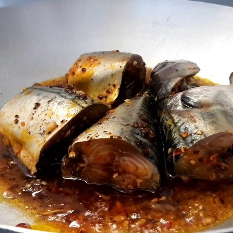 Bước 4 Kho cá Cá thu Nhật kho thơm (dứa)