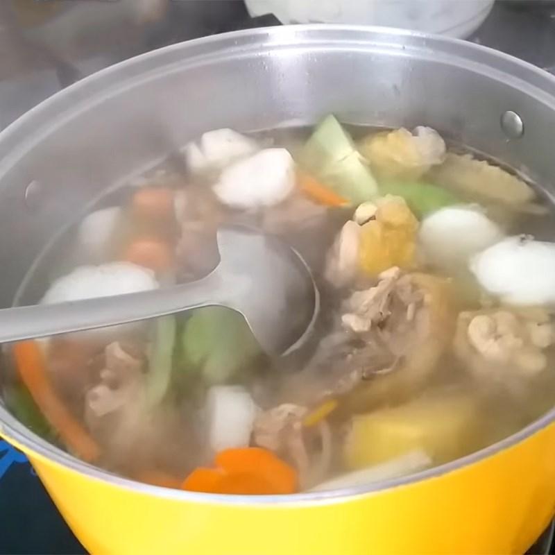 Bước 3 Nấu canh Canh khoai tây rau củ thịt gà