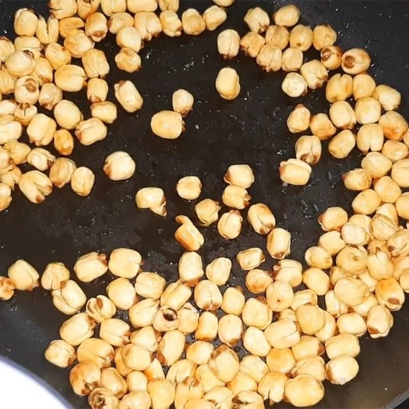 Bước 3 Rang khô hạt sen Hạt sen sấy khô