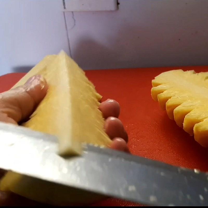 Bước 2 Sơ chế các nguyên liệu khác Cá thu Nhật kho thơm (dứa)