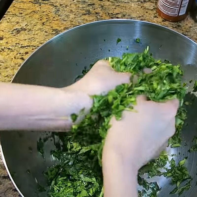 Bước 2 Sơ chế rau đay Canh rau đay nấu tôm