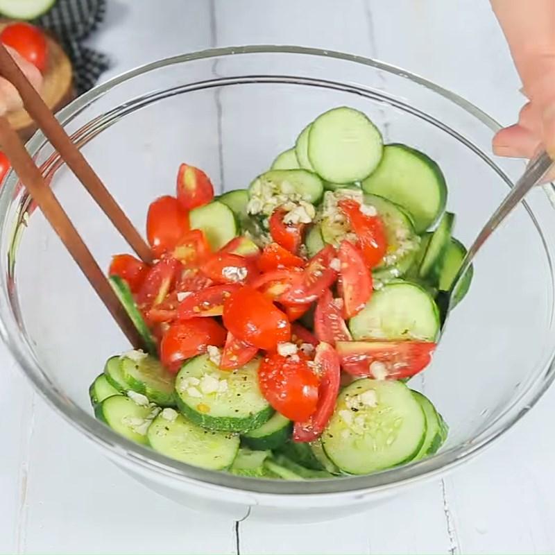 Bước 3 Trộn salad Salad dưa chuột cà chua