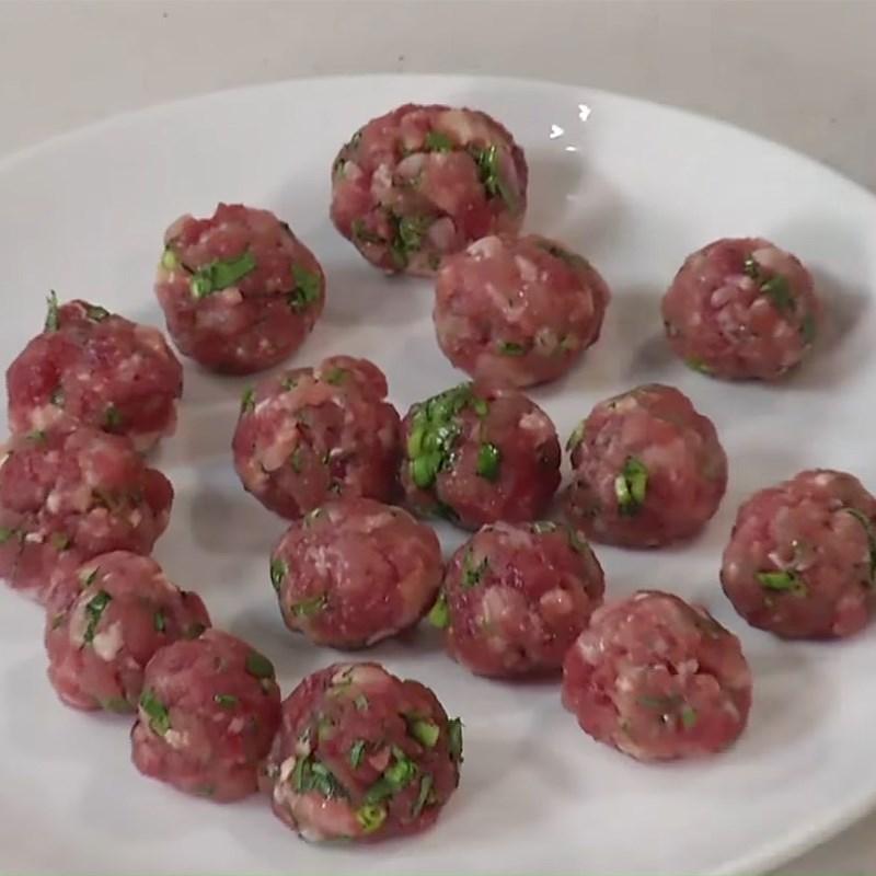 Bước 2 Ướp và tạo hình thịt Canh khoai tây cà chua thịt bò