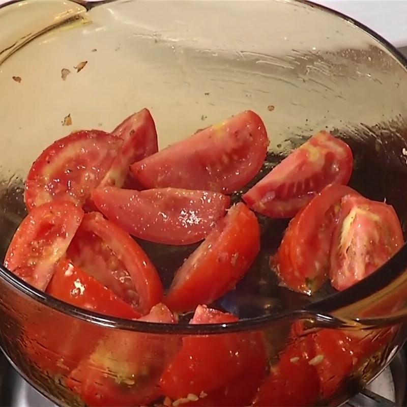 Bước 3 Xào cà chua Canh khoai tây cà chua thịt bò