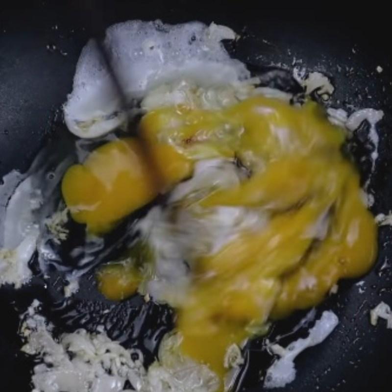 Bước 3 Xào mì Mì xào trứng ốp la