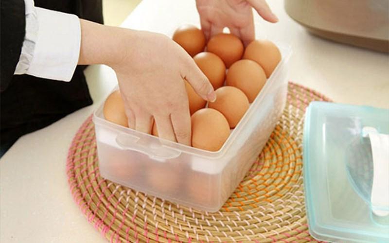 Sử dụng hộp chuyên dụng để bảo quản trứng