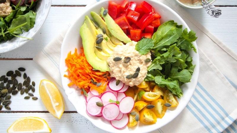 Hummus làm sốt salad