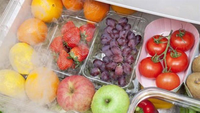 Không để thức ăn hoặc trái cây chồng lên nhau