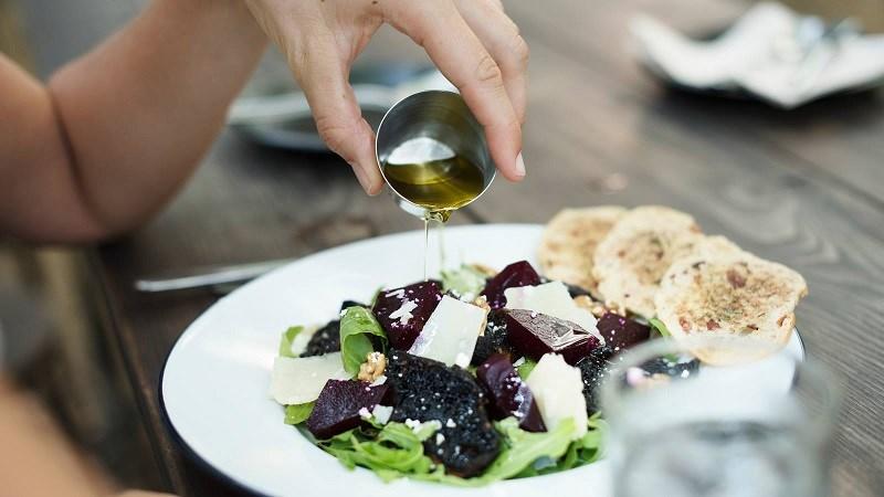 Cách sử dụng dầu oliu trong nấu ăn
