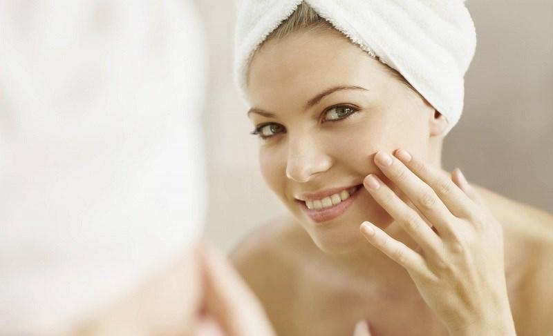 Rửa mặt bằng sữa tươi không đường giúp dưỡng ẩm da