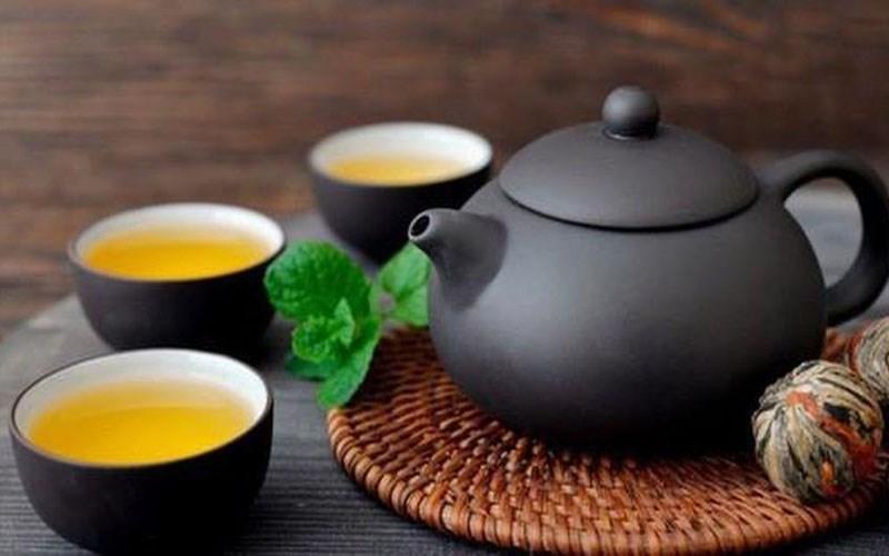 Ăn hải sản và trà