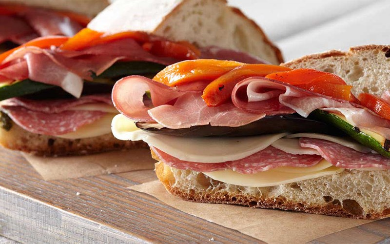Sandwich salami phô mai