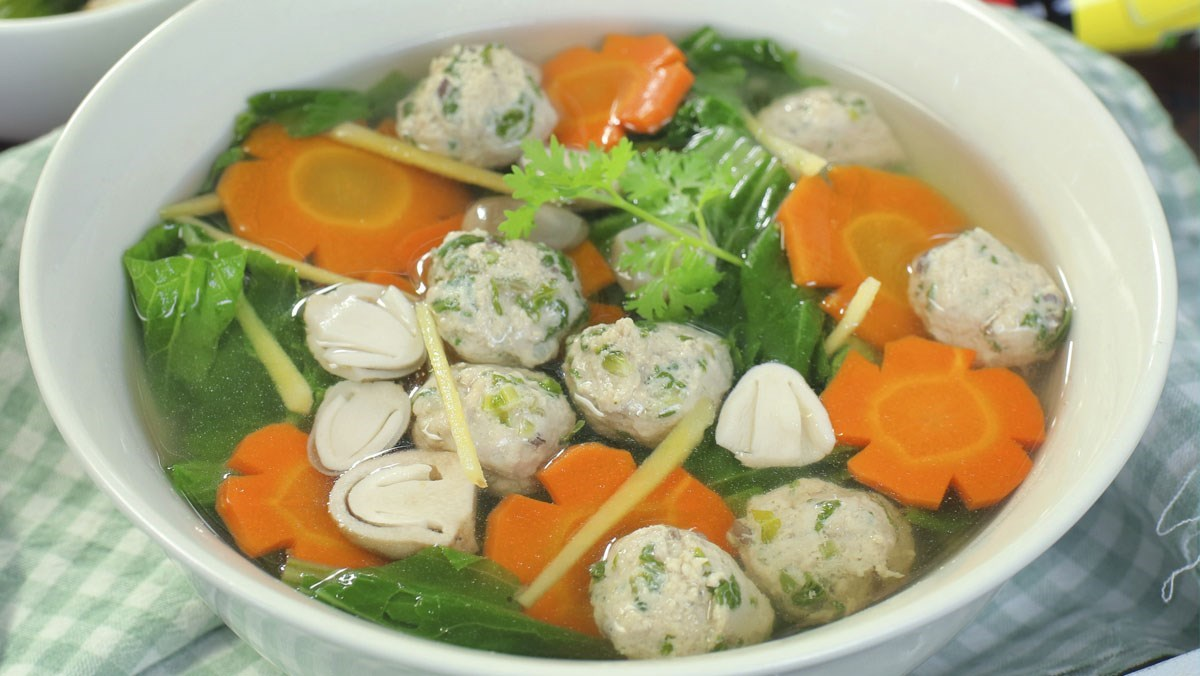 Cách nấu canh cải bẹ xanh thịt viên đơn giản cho bữa cơm gia đình