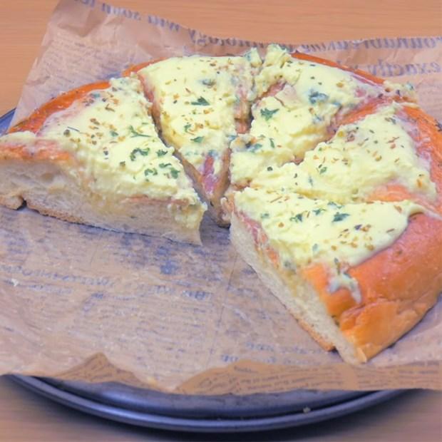 Pizza bơ tỏi kem phô mai