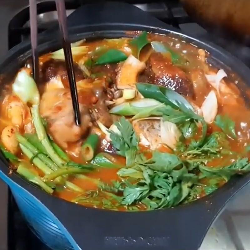 Bước 4 Nấu cá minh thái cùng rau củ Canh cá minh thái Hàn Quốc