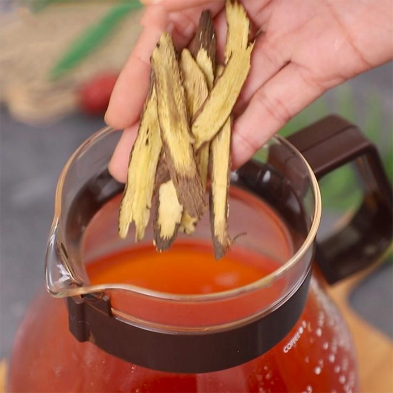Bước 2 Pha trà với hỗn hợp Trà lipton cam thảo