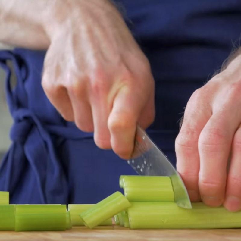 Bước 1 Sơ chế nguyên liệu Sinh tố cần tây táo xanh