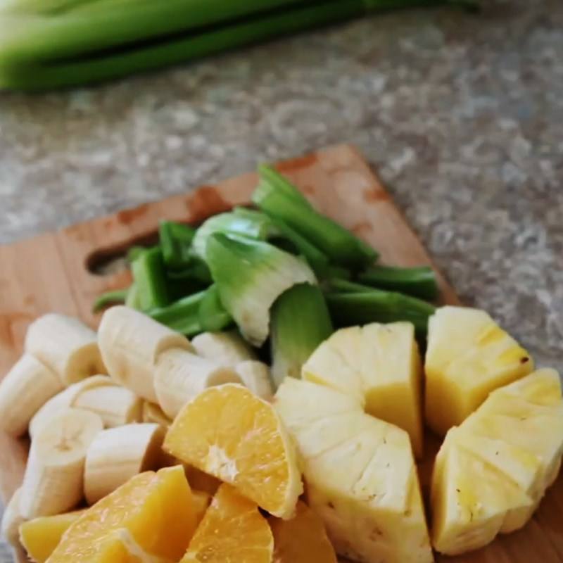 Bước 1 Sơ chế nguyên liệu Sinh tố cần tây cam chuối