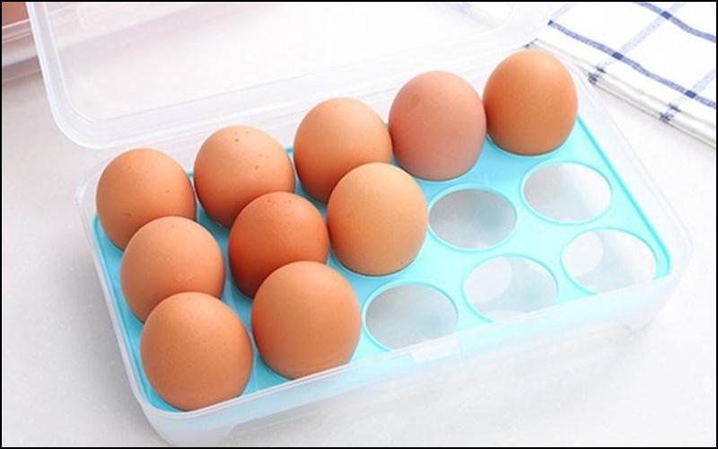 Để trứng đúng vị trí khi bảo quản trong tủ lạnh