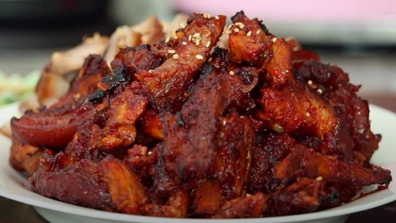 Thịt lợn om sốt cay Hàn Quốc
