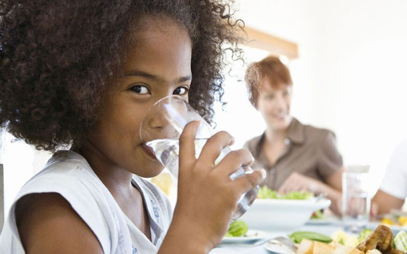 Không uống nhiều nước trước bữa ăn