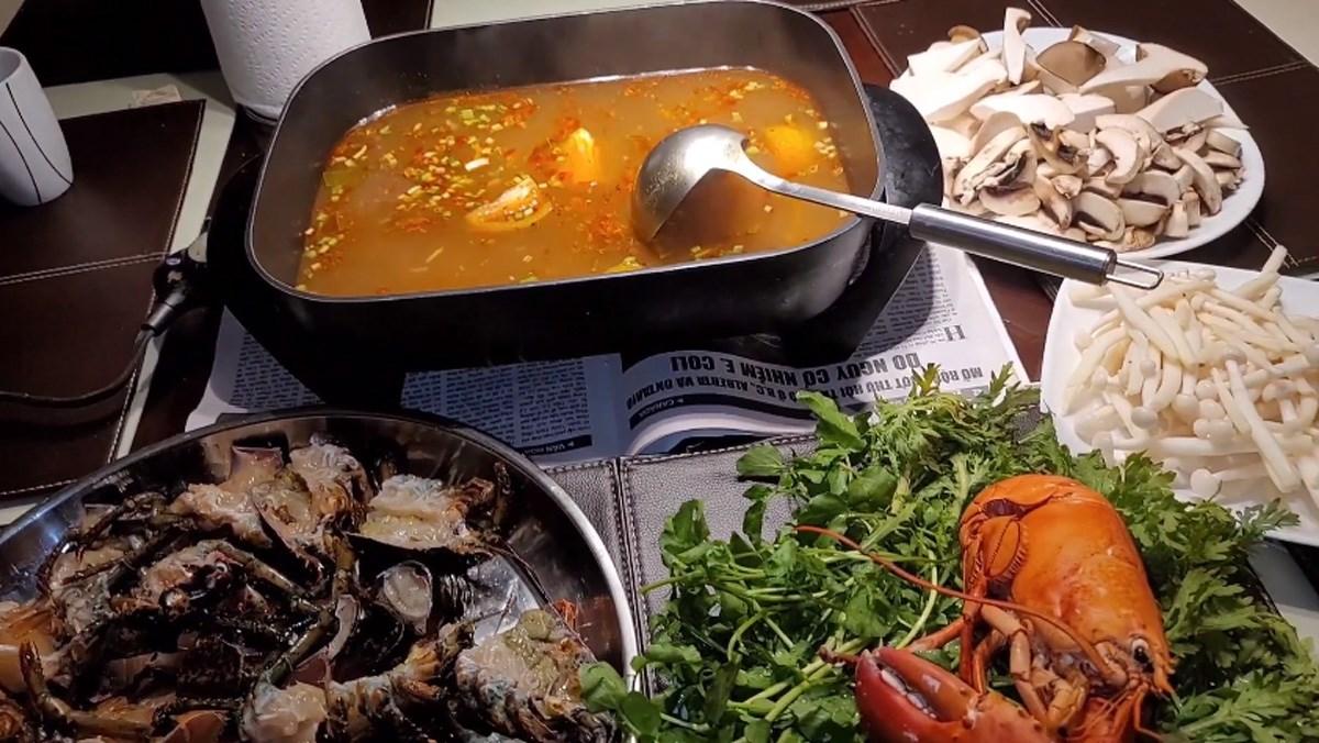 2 cách nấu lẩu tôm hùm