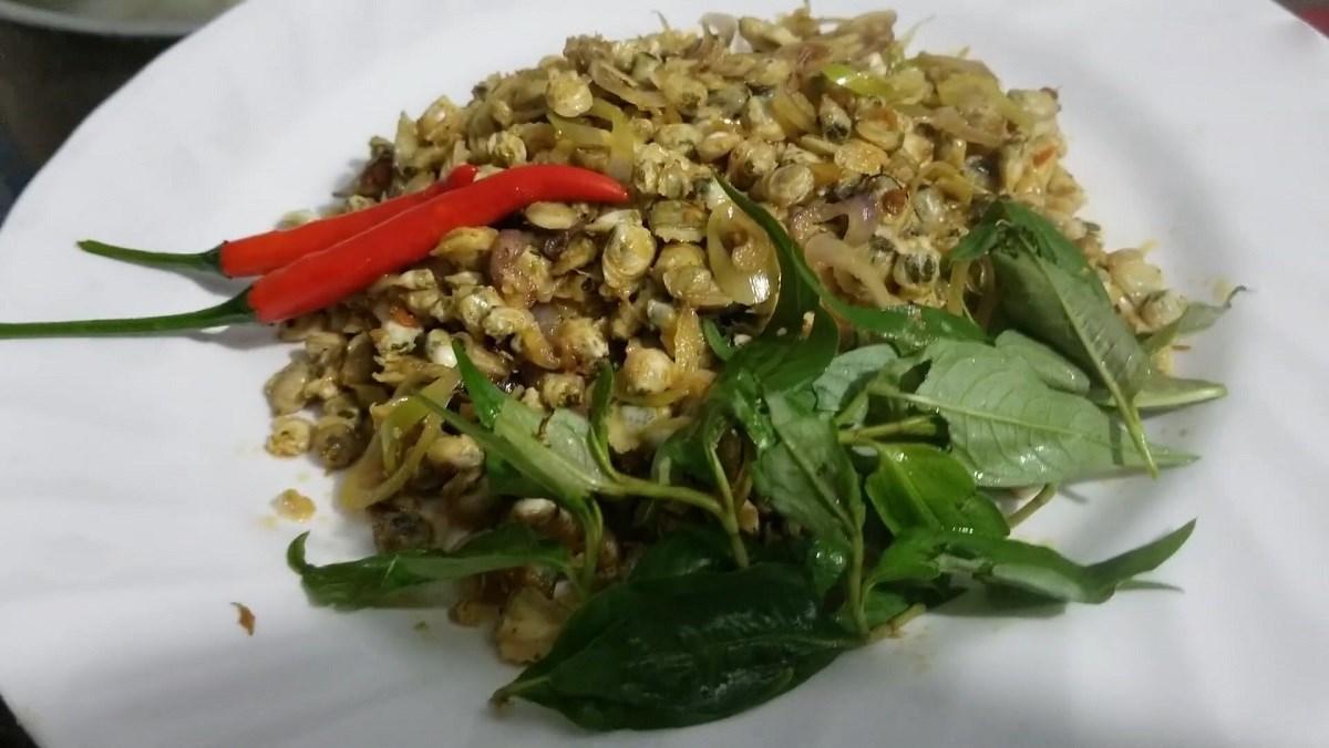 2 cách làm hến xào sa tế và cà ri