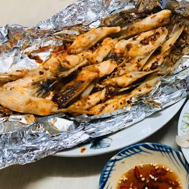 2 cách làm vây cá hồi nướng giấy bạc và vây cá hồi nướng mắm tỏi